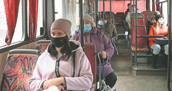 Большинство липчан носит маски
