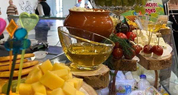 Все свое: сыры, колбасы, мед и осетры